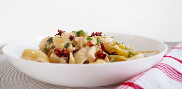 Delicious and Easy Chicken and Bacon Alfredo